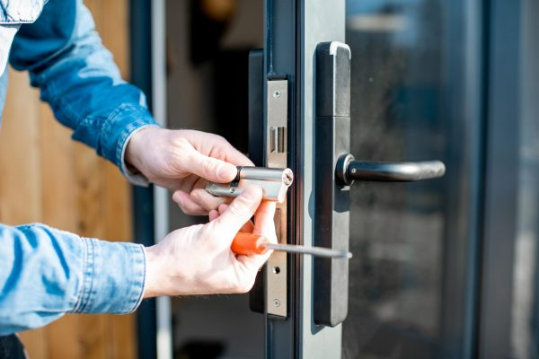 man-changing-core-of-a-door-lock-GK3HTJ5-min